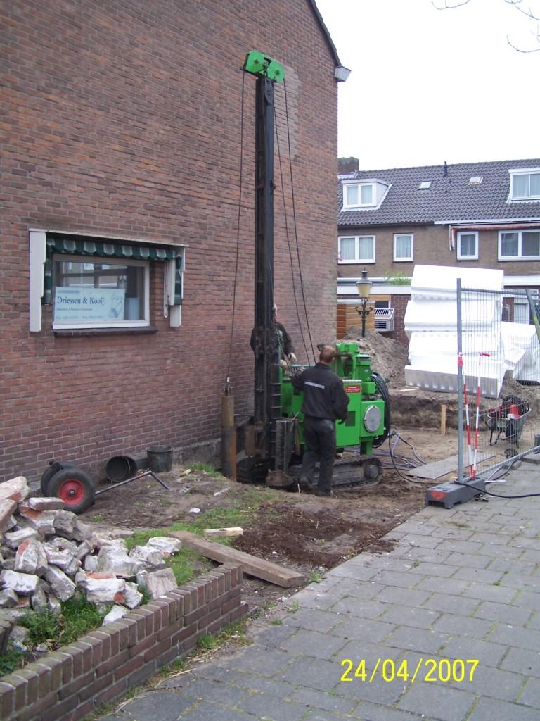 Aanbouw aan zijgevel van woning